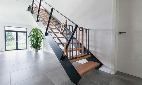 treppenbau schmidt plz 56462 h hn treppe aus holz und stahl mit podest finden sie. Black Bedroom Furniture Sets. Home Design Ideas