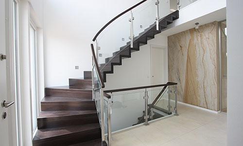 treppenbau seifert plz 06198 salzatal h hnstedt wangentreppe aus massivholz treppen. Black Bedroom Furniture Sets. Home Design Ideas