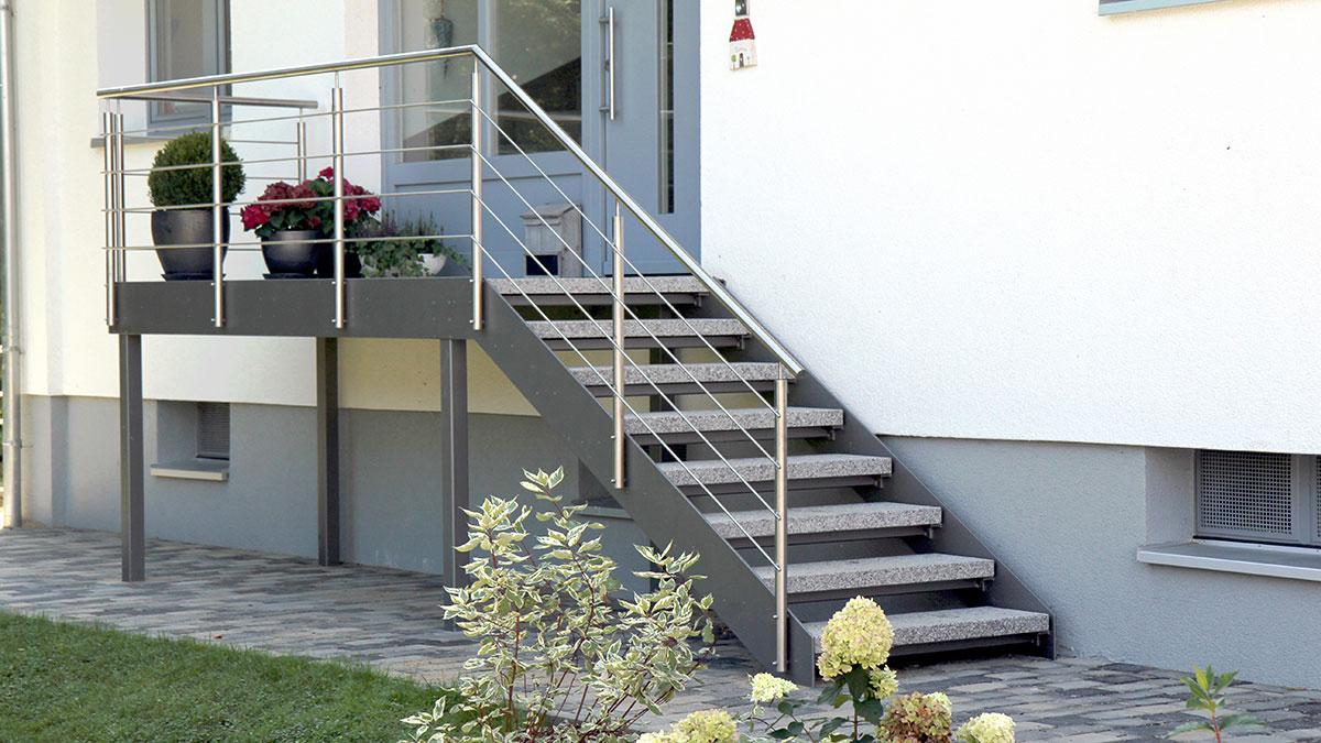 Treppenstudio Böök: Gerade Außentreppe aus Metall und Stein ...
