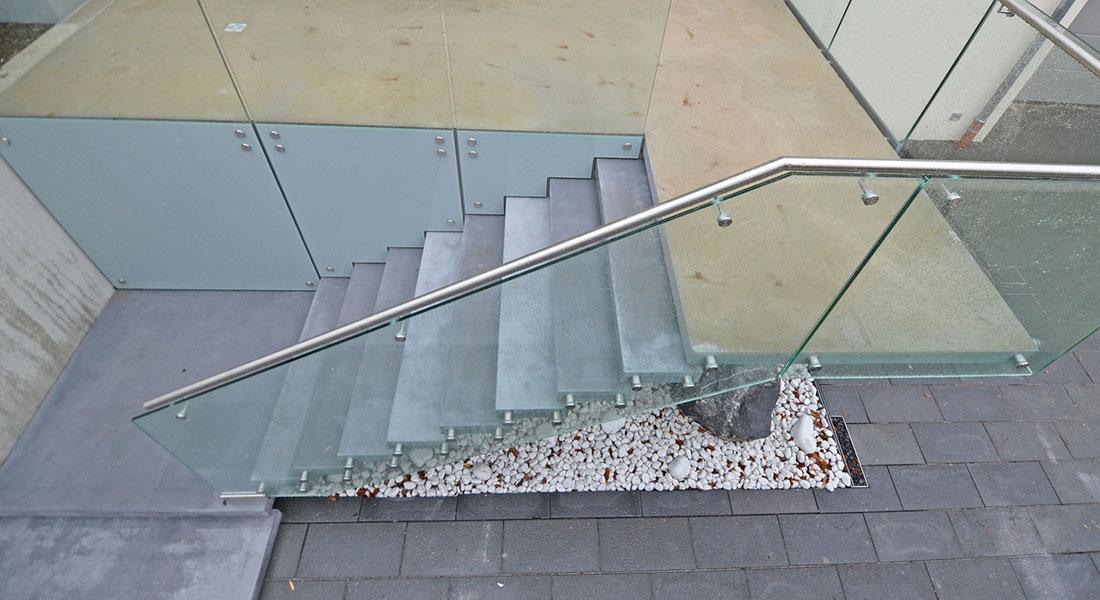siller treppen plz 81545 m nchen au entreppe aus beton und glas edelstahl gel nder finden. Black Bedroom Furniture Sets. Home Design Ideas