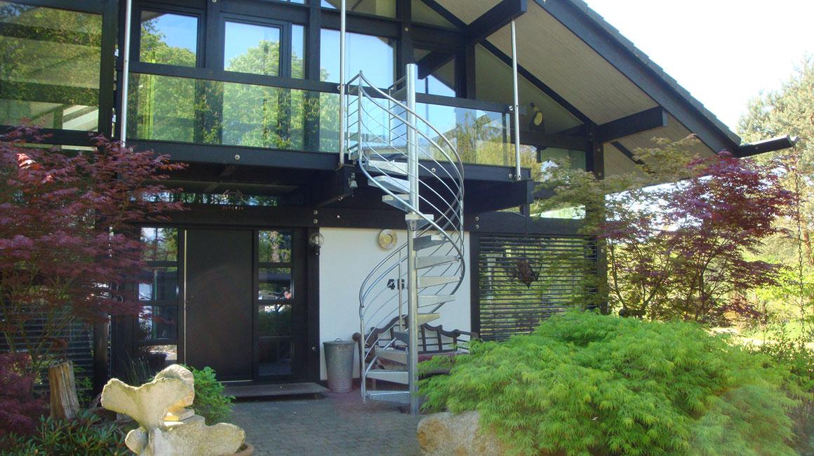 gs treppen plz 15299 m llrose dubrow au entreppe als spindeltreppe finden sie treppenbauer. Black Bedroom Furniture Sets. Home Design Ideas