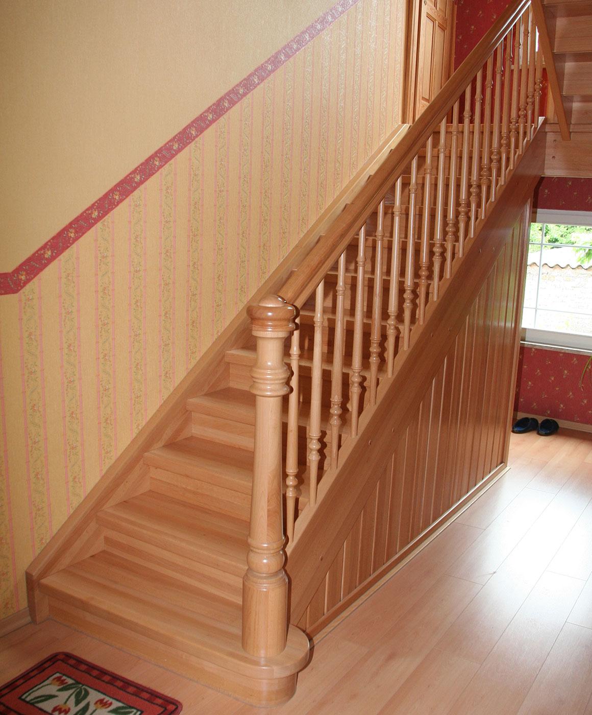 Geschlossene Treppen treppen roland plz 15306 vierlinden geschlossene massivholztreppe finden sie treppenbauer