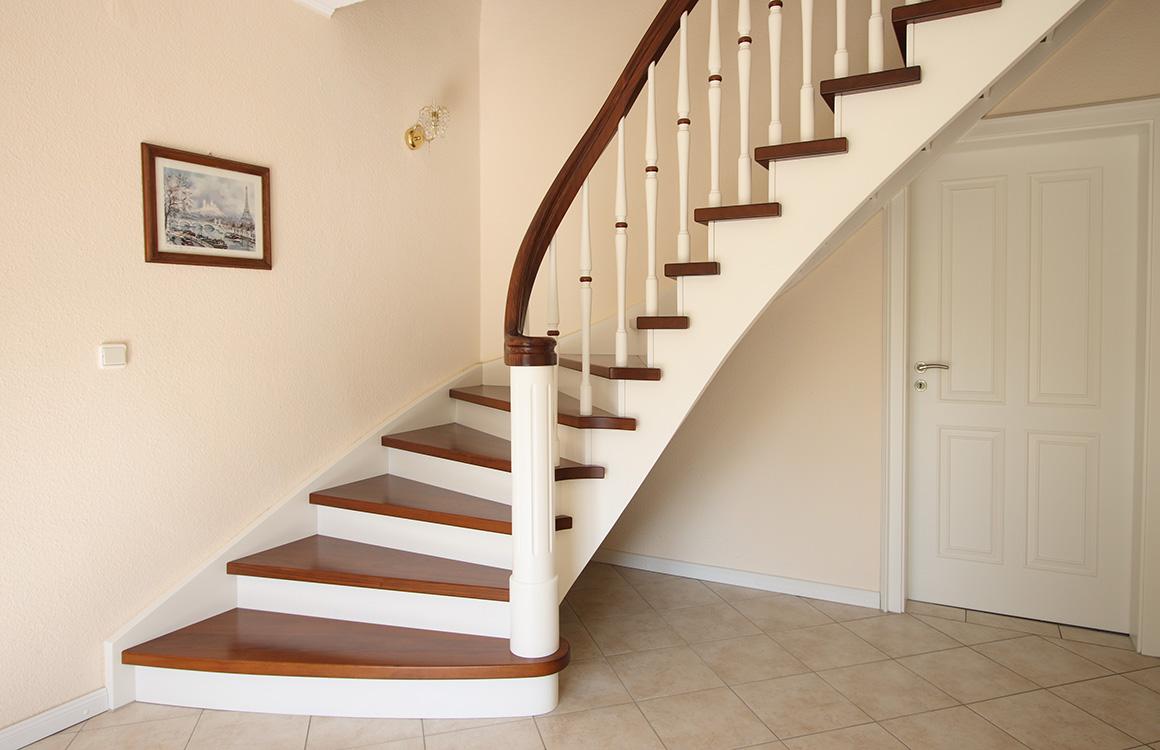 treppenbau seifert plz 06198 salzatal h hnstedt wangentreppe aus massivholz finden sie. Black Bedroom Furniture Sets. Home Design Ideas