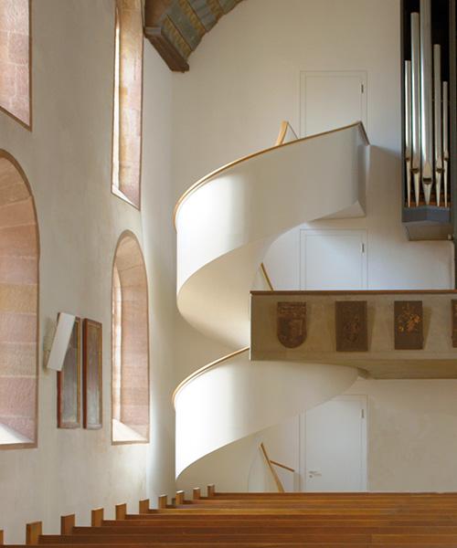 spitzbart treppen gen himmel mit leichtigkeit treppen. Black Bedroom Furniture Sets. Home Design Ideas