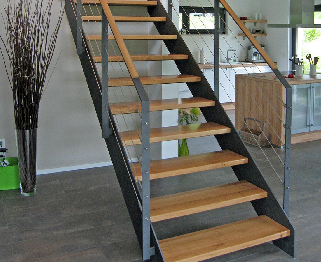 vario treppen plz 36179 bebra gerade treppe mit stahlwangen und holzstufen treppen. Black Bedroom Furniture Sets. Home Design Ideas