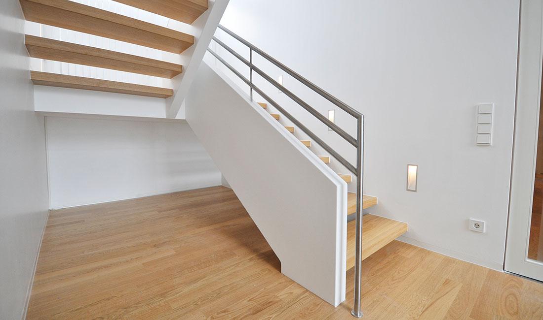 Schreinerei becker plz 57610 altenkirchen wandscheibentreppe mit holzstufen und - Treppen architektur ...