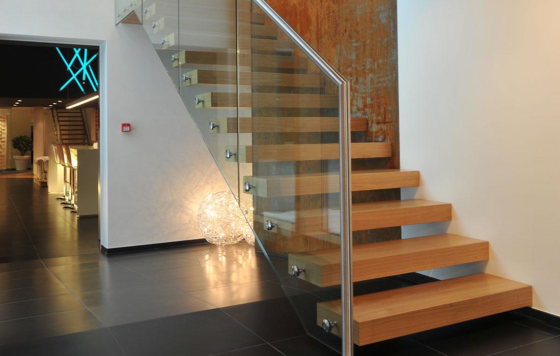 metallart treppen gmbh plz 73084 salach kragarmtreppe mit in wandscheibe integrierter. Black Bedroom Furniture Sets. Home Design Ideas