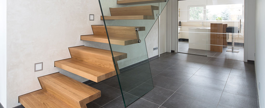 b the treppen plz 99974 m hlhausen kragarmtreppe aus massivholz mit glasgel nder treppen. Black Bedroom Furniture Sets. Home Design Ideas